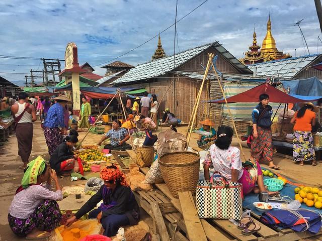 Mercado de los cinco días en el Lago Inle (Myanmar)