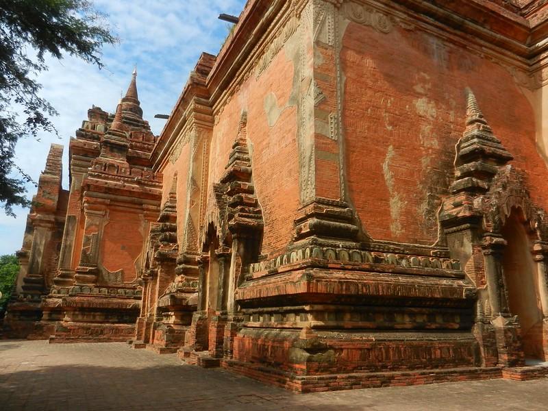 Баган, резьюа в храмах