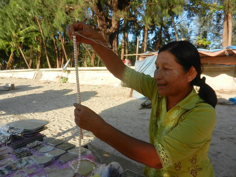 Бирма, торговля на пляже