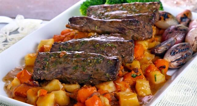 لحم البقر مع يخنة البطاطا