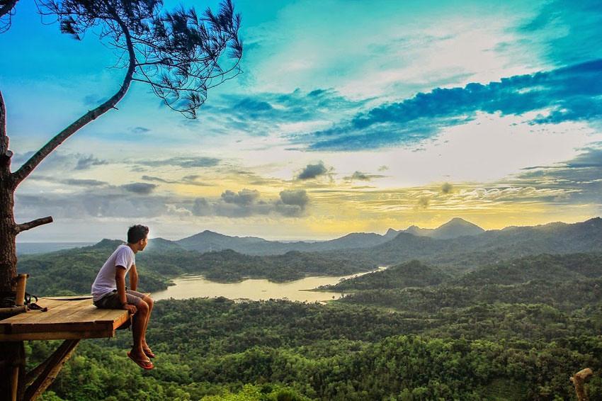 Hasil gambar untuk Menikmati Sinar Matahari Pagi Berdua Saja di Kali Biru