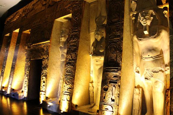 Fachada del templo de NEFERTARI