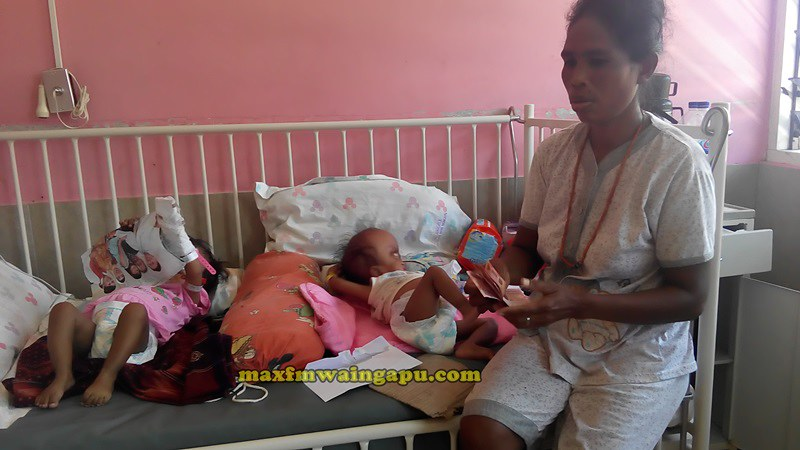 Ibu Orpha Dunga Hau Menerima Donasi RP1Juta dari Donatru yang tidak mau disebutkan namanya.