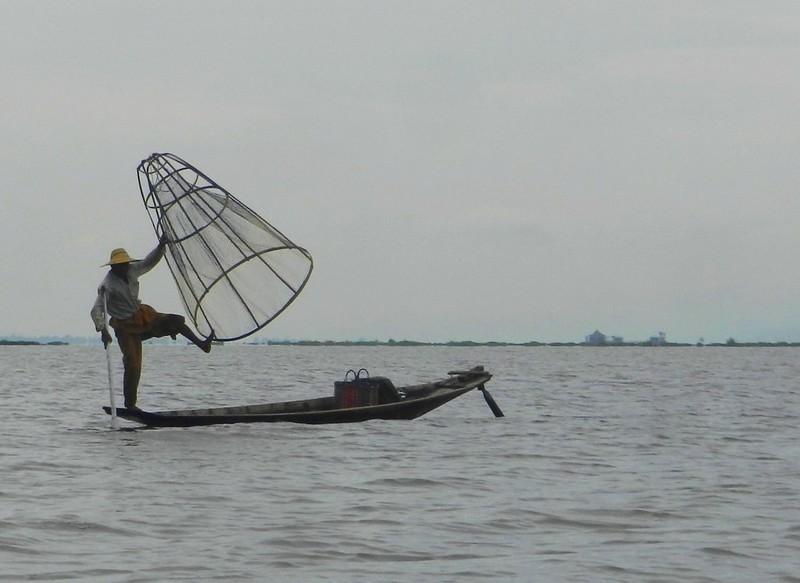 Так ловят рыбу на озере Инле