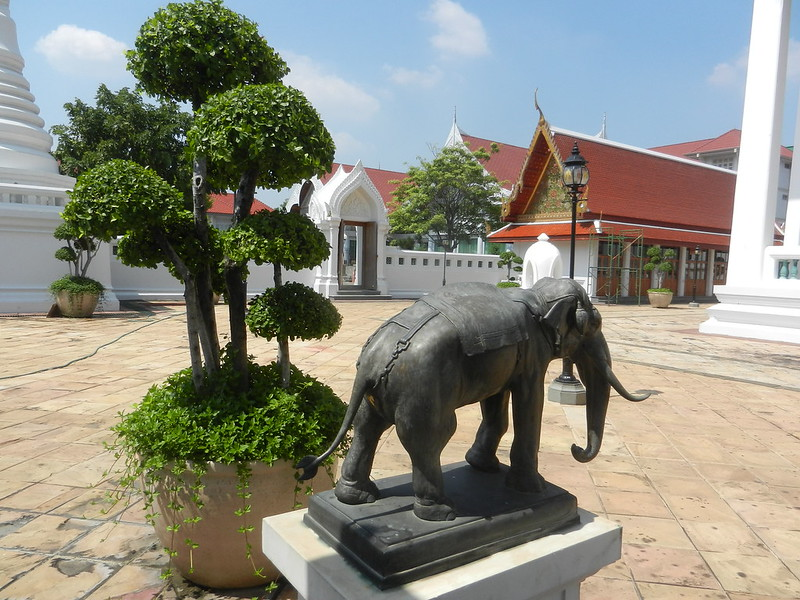 Дусит, храм возле Чаопрайя