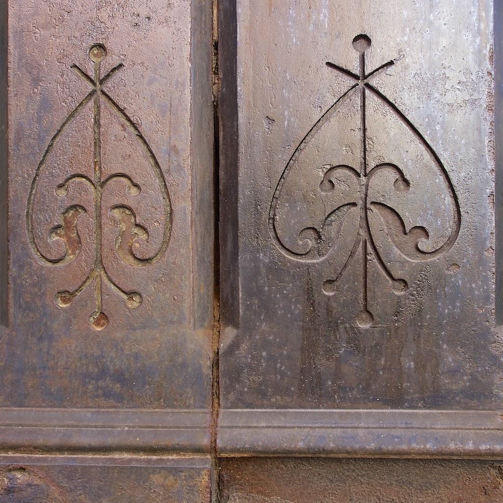 Decorative Detail on Cast-Iron Columns | Francis Mariani ...