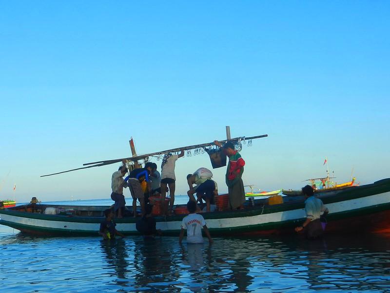 Рыбаки в Нгапали