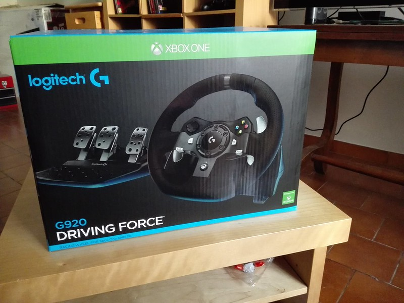 foudemobiles arrivage volant logitech g920 driving force xbox one pc. Black Bedroom Furniture Sets. Home Design Ideas