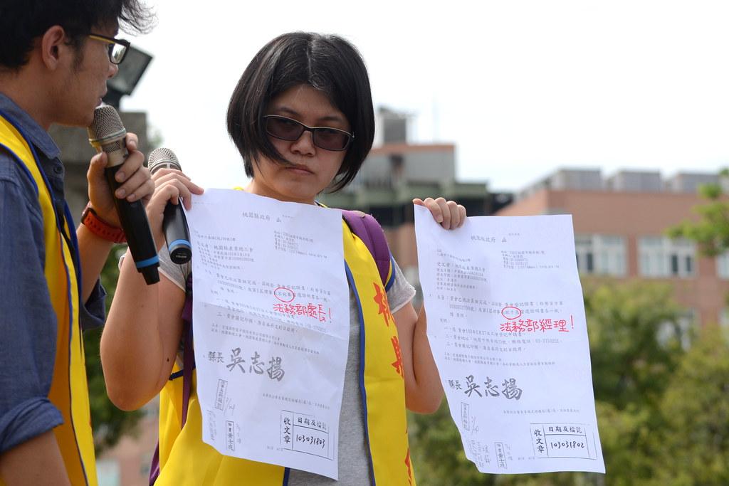 桃產總等勞團批評宏達電的相關工會理事長皆是資方代理人。(攝影:宋小海)