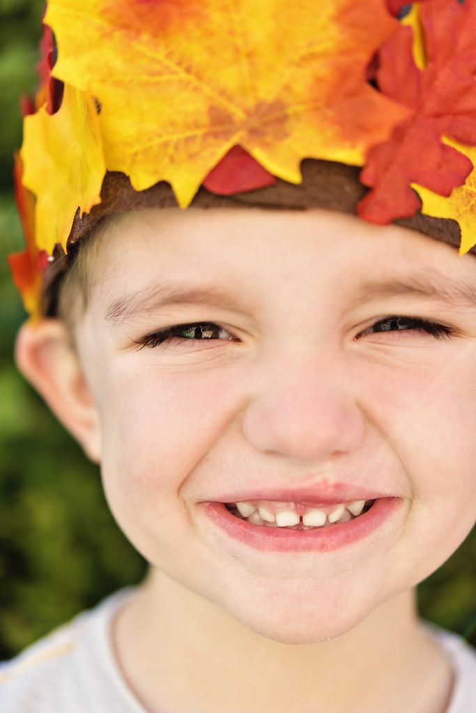 DIY fall leaf crown for boys - fall crafts for kids