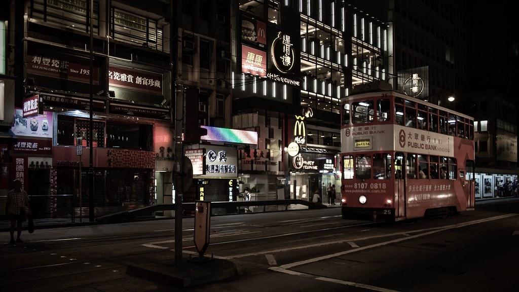 la nuit ... les tramways sortent ...  31159064905_6a4a6fa395_b