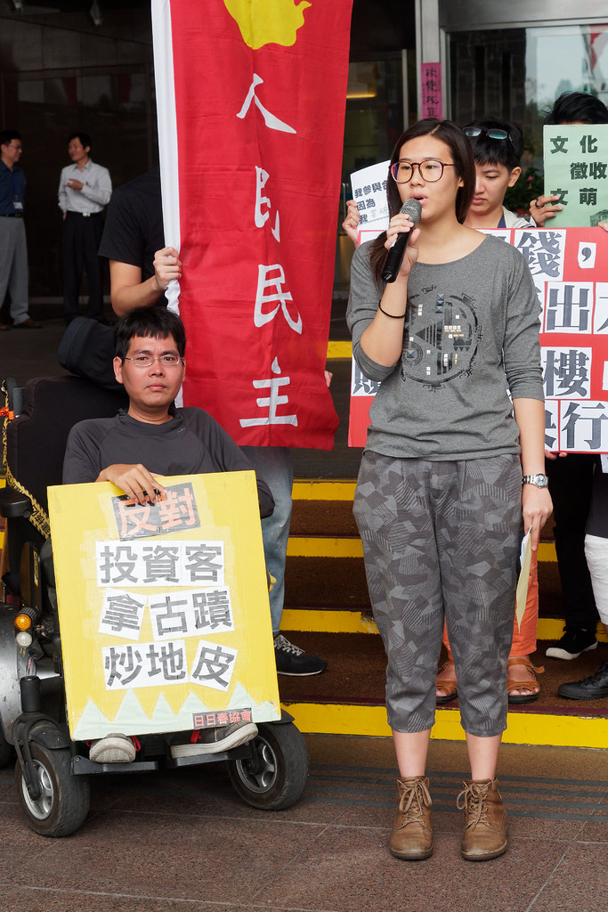 東吳會計系的郭同學代表合購人發言,談文萌樓帶給她的觀念衝擊。(攝影:林佳禾)
