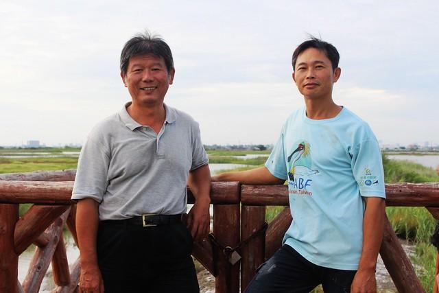 高雄市茄萣區生態文化協會理事長鄭和泰(左)。攝影:廖靜蕙