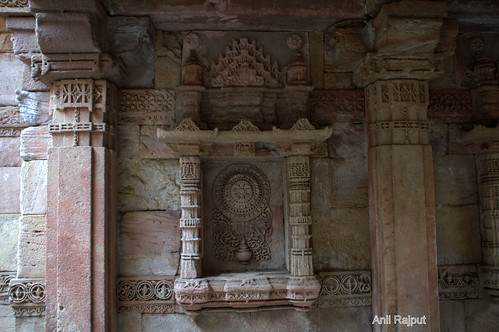 Adalaj Ni Wav, Step Well, Stone carved shelf , Ahmadabad