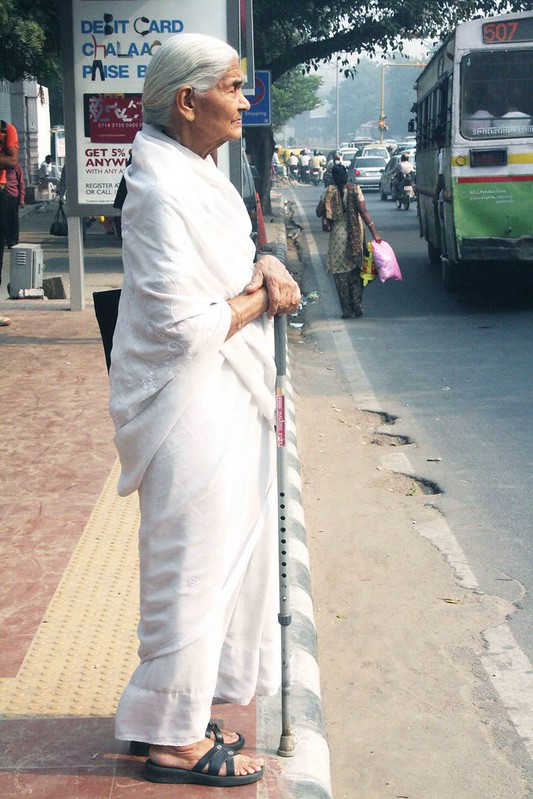 City Style – The Beautiful Woman in White, Aurobindo Marg