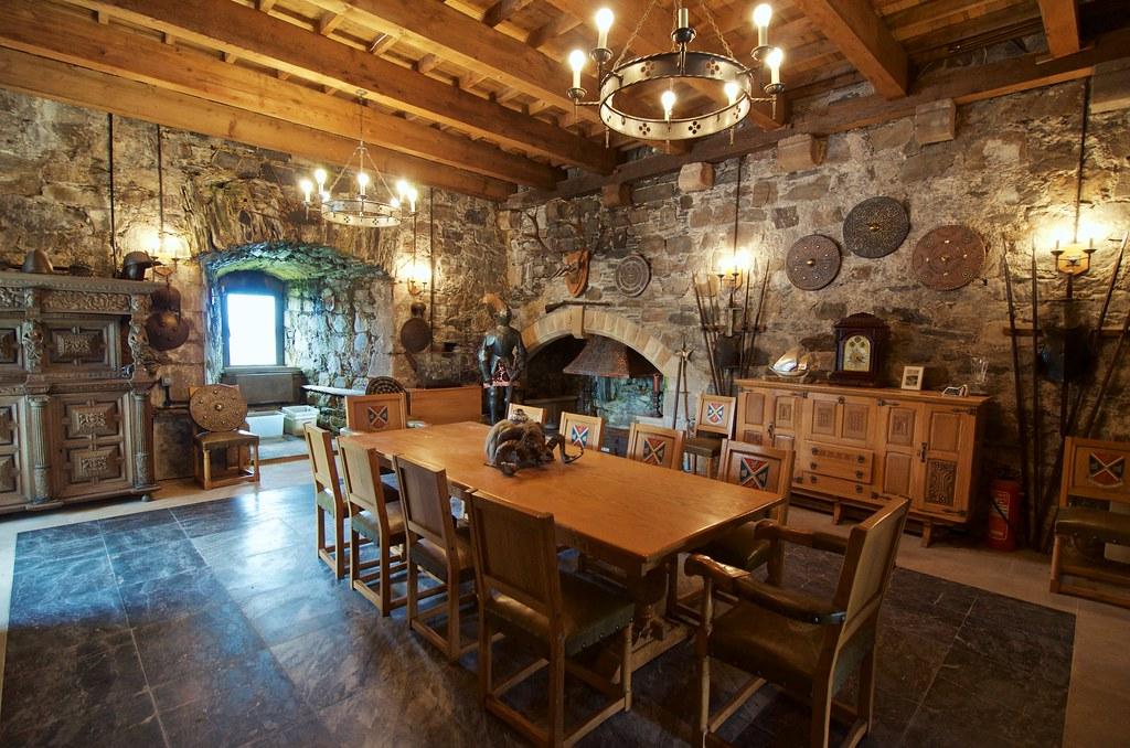 inside castle stalker man those french taunters had a. Black Bedroom Furniture Sets. Home Design Ideas