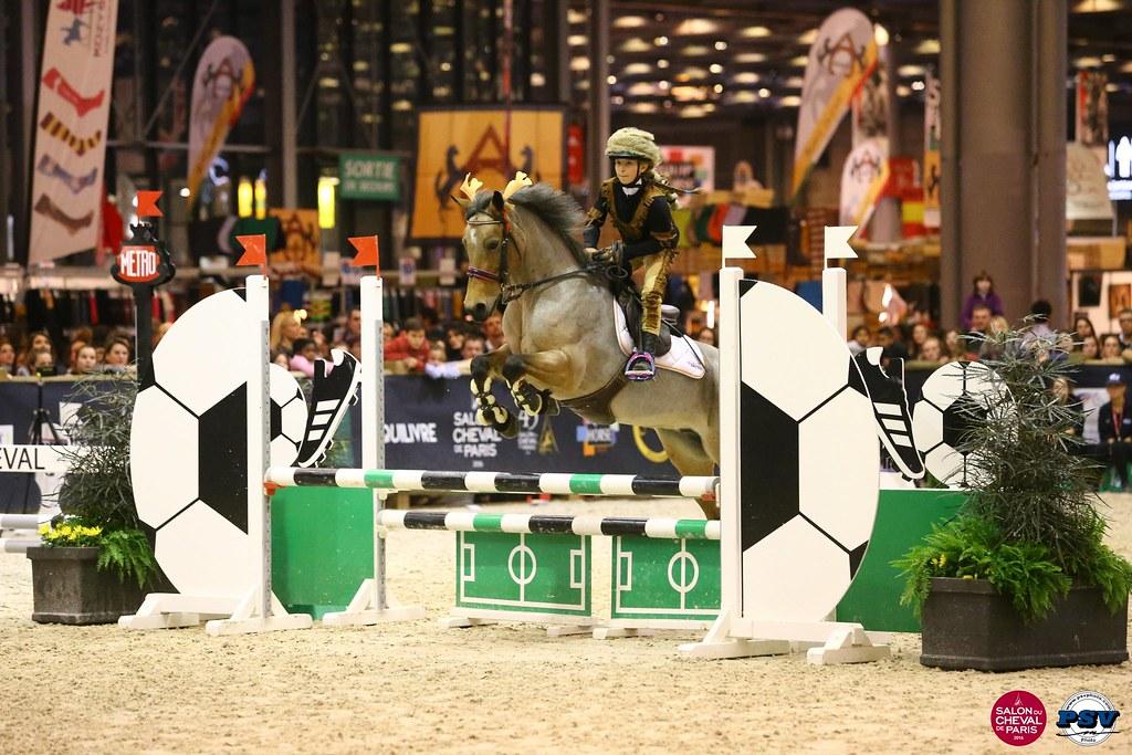 16n942 1220 crazy run poney le salon du cheval de for Adresse salon du cheval paris