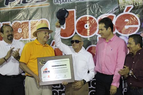 Merecido homenaje a JJ Hernández