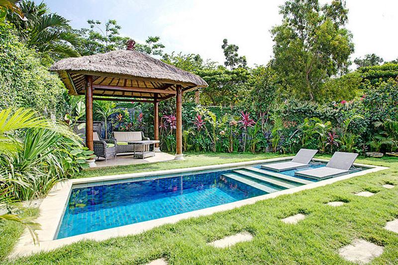 Bayangkan Sebuah Vila Tradisional Dengan Dekorasi Yang Didominasi Bambu Dan Kayu Namun Diberi Sentuhan Warna Cerah