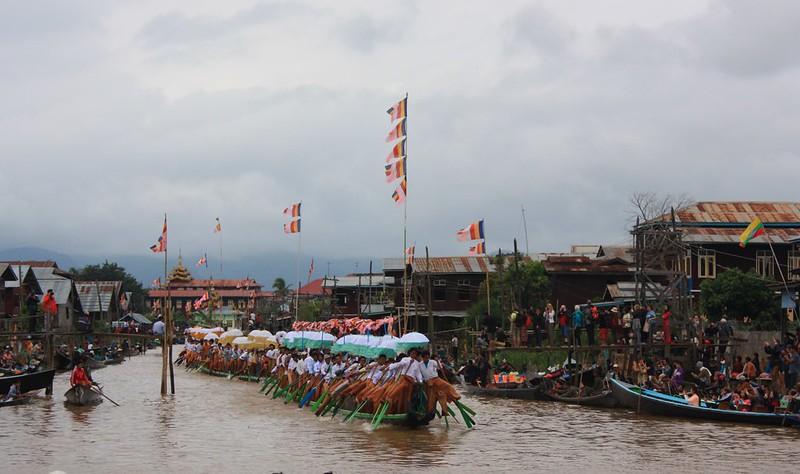 Фестивальные лодки Инле