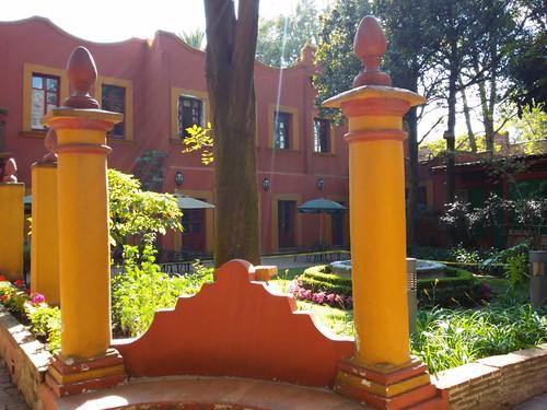 Arquitetura típica de Coyoacán, casa com pátio enorme (Fonoteca).