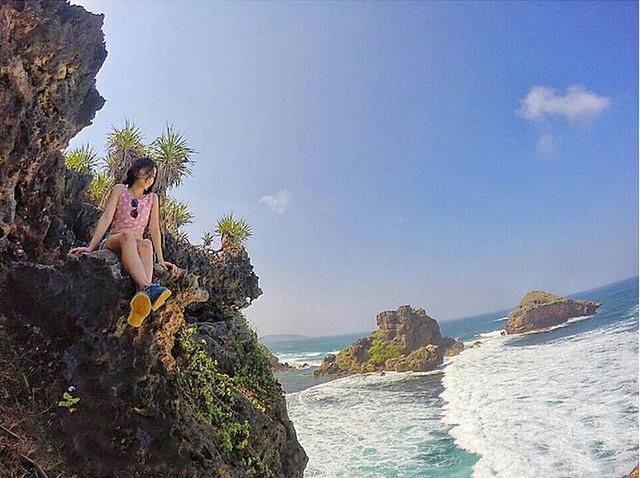 A girl on the Rock Nglambor Beach