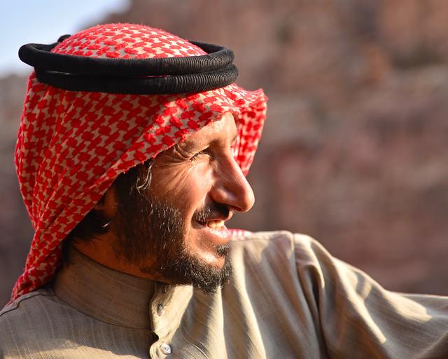 Beduino de las montañas en uno de los miradores superiores de Petra