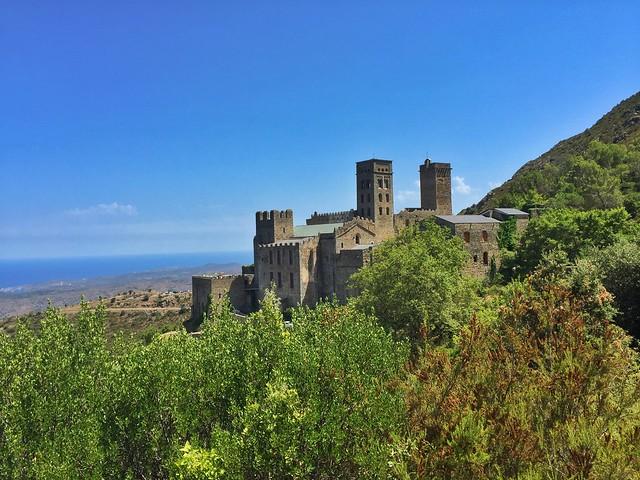 Monasterio de Sant Pere de Rodes en Costa Brava (Cataluña, España)