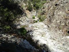 Le bief rocheux menant à la vasque-cascade contournée en RD