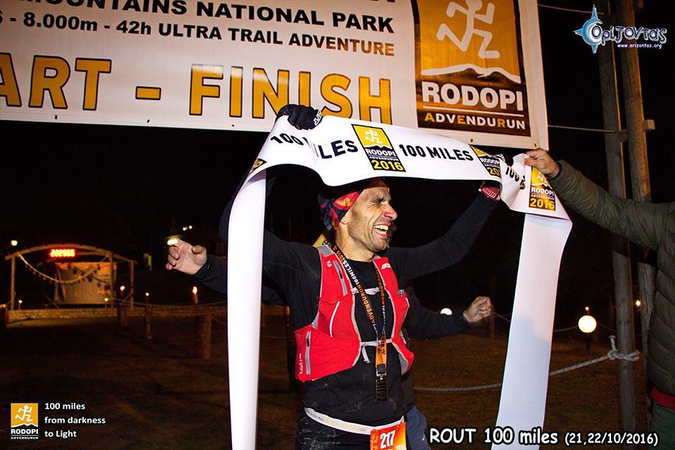 Μία εικόνα, χίλιες λέξεις! Ο ακαταμάχητος και αδιαμφισβήτητος έλληνας Mr 100 miler, Νίκος Πετρόπουλος!