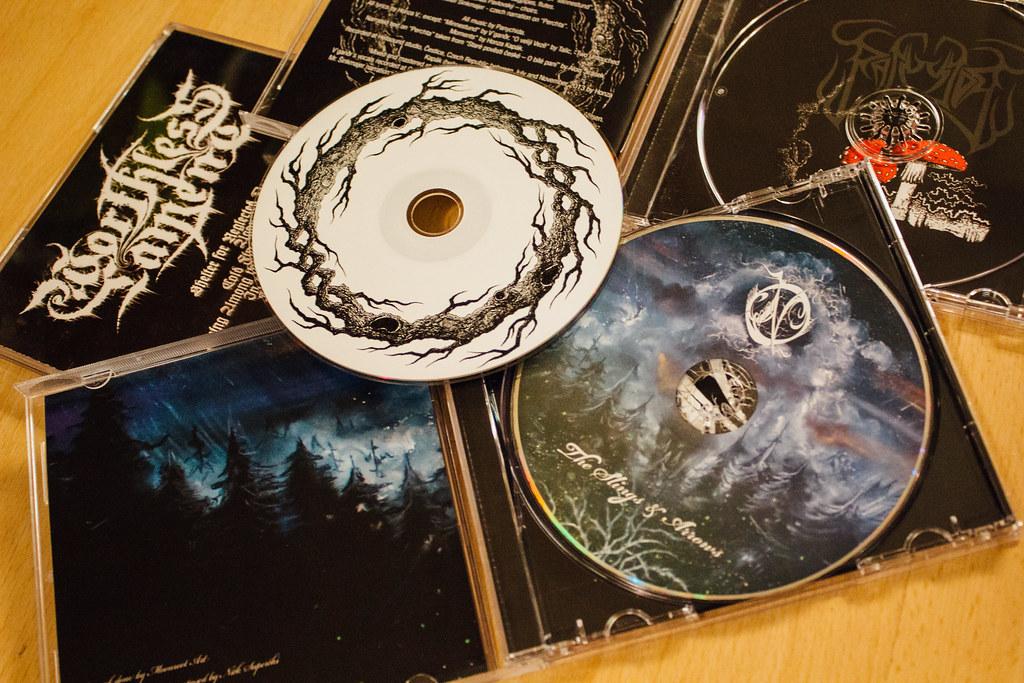 Vybrané cdčka s Moonrootovými kresbami. Foto: Lucia Tupá