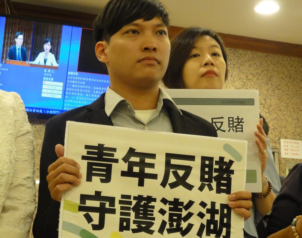 澎湖在地青年表達反對賭場的心聲。(攝影:張智琦)