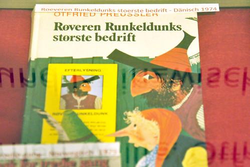 Kloster Seeon Bayern Ausstellung Buch Kinderbuch Kinderbücher Literatur Otfried Preussler Kaffeemühlendieb Räuber Hotzenplotz DADAO HUOCHENBULUCI RYÖVÄRI HURJAHANKA IL BRIGANTE PENNASTORTA RAZBOJNIK CHOTZENPLOTE THE ROBBER HOTZENPLOTZ LE BRIGAND BRIQUAMBROQUE ROVER HOSSEKLOSS RÖÖVEL HOTZENPLOTZ I LLEIDR HOTZENPLOTZ PANNEBRASK TALHARUL HOT-PLOT Foto Brigitte Stolle Oktober 2015