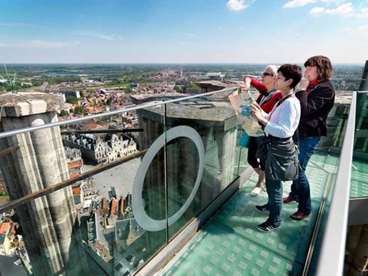 Skywalk op hoogste punt Sint-Romboutstoren