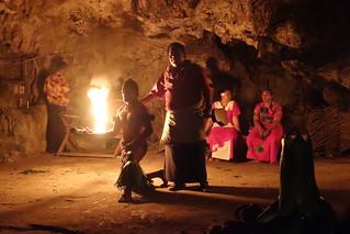 Ritual da Dança do Fogo na Praia Oholei, Tonga