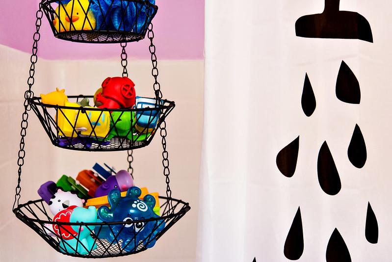hanging fruit basket bath toy storage hack #CraftedExperience