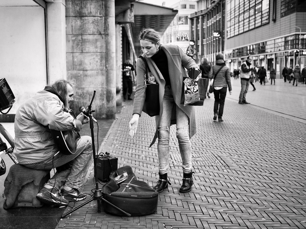 The Kindness of Others | Chuck Deely, beroemdste straatmuzik ... Musician