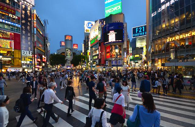 El brutal cruce de Shibuya de Japón por donde pasan más de 1 millón de personas al día