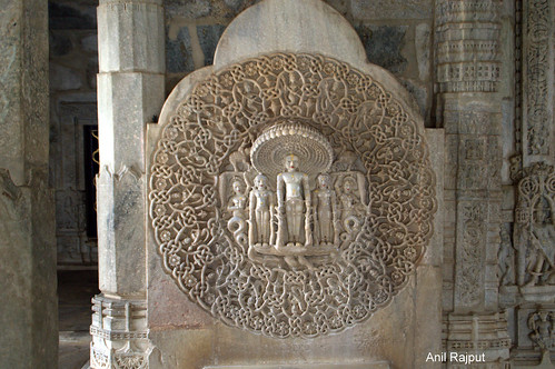 Ranakpur Jain Temple, 1008 snake hood and the Lord