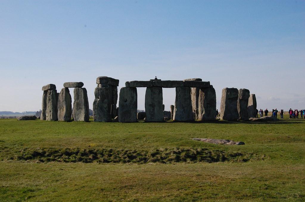 Meditar en Stonehenge. Uno de los lugares energéticos.