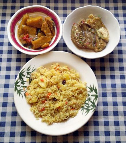 אורז עם כורכום ואננס, חצילים קלויים ברוטב צ'ילי וליים, תבשיל דלעת