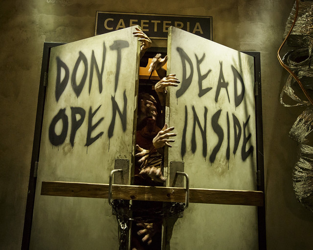 Puerta de la intro de The Walking Dead