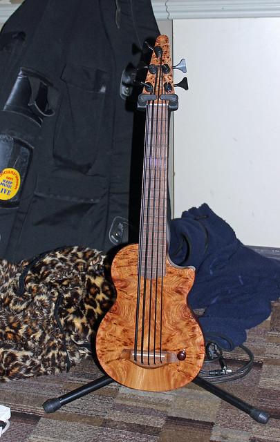 Howlett 5-string bass uke