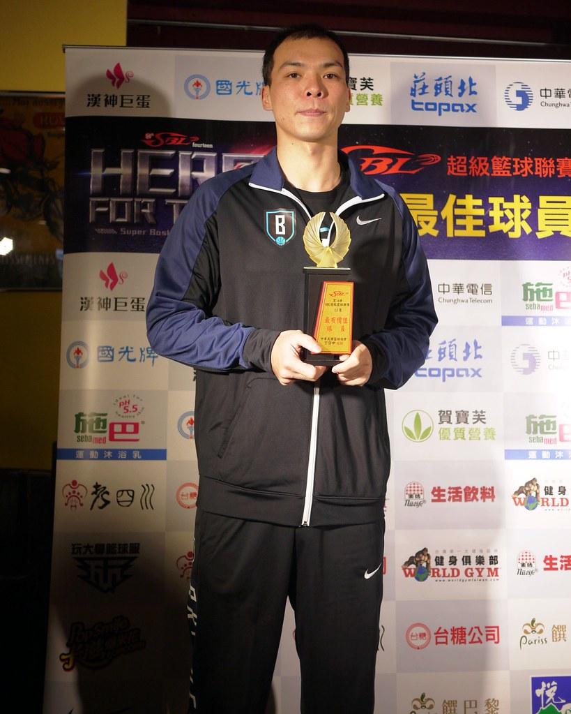 蔡文誠獲月MVP。(倪芝蓉/攝)