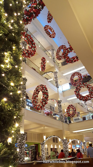 halfwhiteboy powerplant mall christmas decor 2016 03