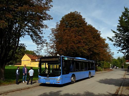 In Lochhausen wartet der einzige Kurs der neuen Linie seine knapp 20 Minuten Wendezeit ab.