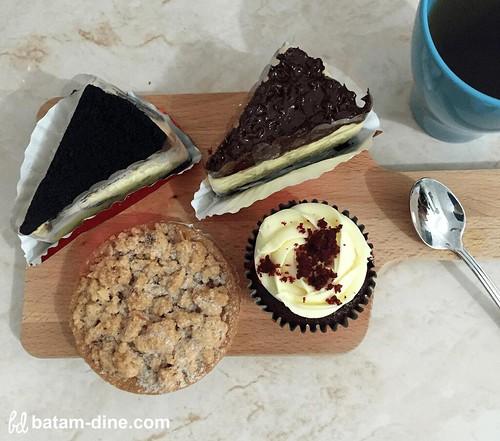 Cheese Cake Ovamaltine, Cheese Cake Oreo, Apple Crumble, & Red Velvet Cupcake