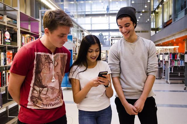 F.v. Tobias Blindheimsvik, Maryam Saeed og Yassine Ababri (alle 16) førsteklasse Bjørnholdt vgs