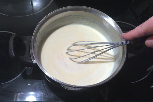 54 - Eigelb verrühren / Stir egg yolk