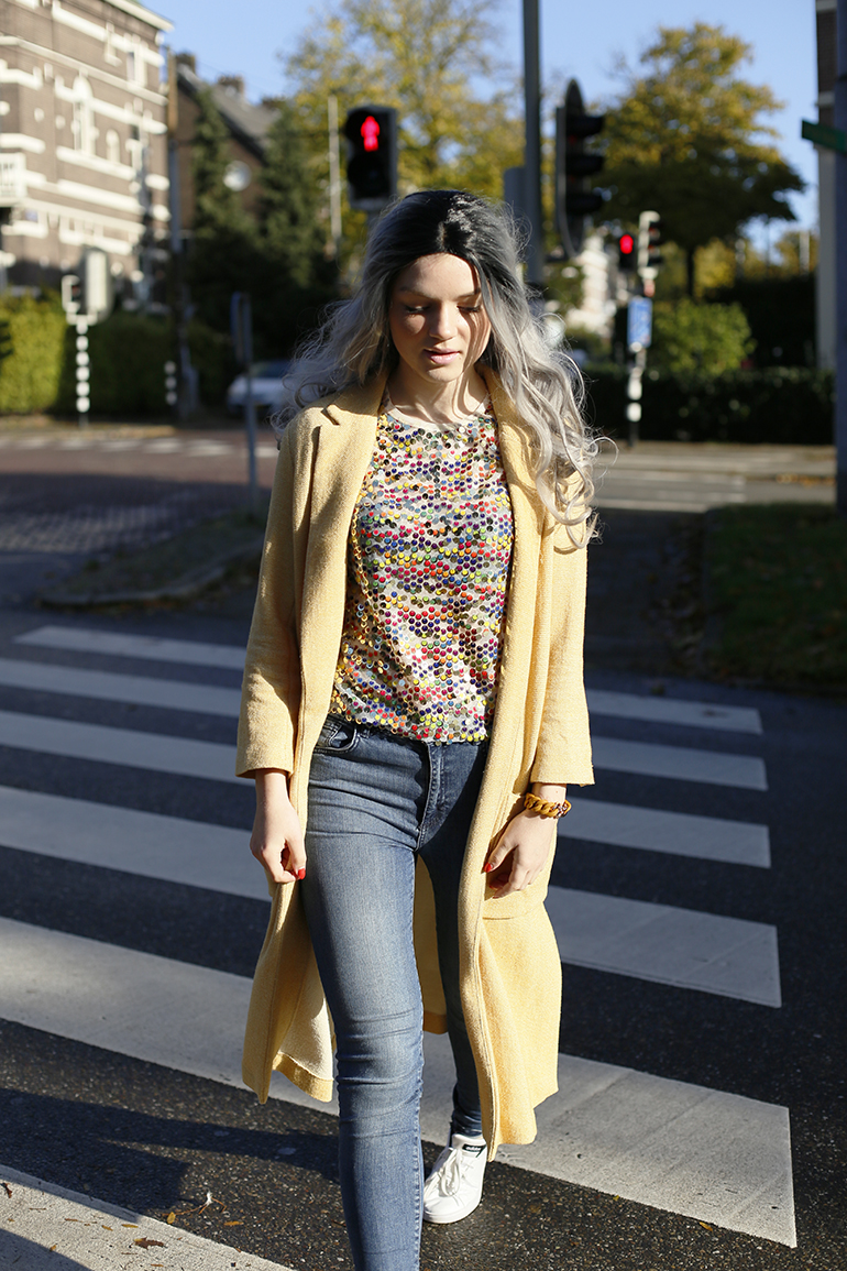 yellow cardigan, skinny jeans, fashionblogger, fashion is a party, sequins top, paillettentop, therubz, grijze pruik, adidas neo, vanharen, jarig, kenzo x h&m, h&m designercollectie, zebrapad